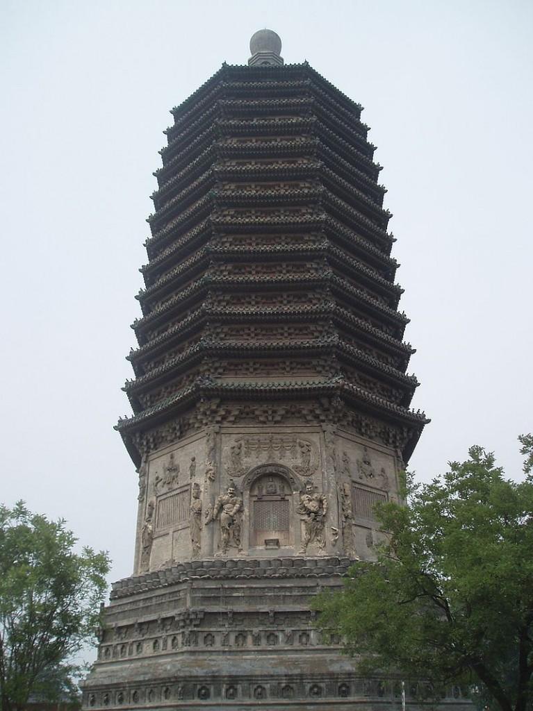 La pagode du temple de Tianning, haute de 57,8 m, construite durant la dynastie Liao en 1220