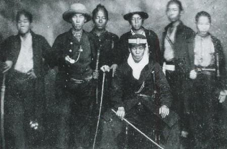 Shinsaku Takasugi fonda la Kiheitai de Chōshū, milice qui combattit le Bakufu pendant la seconde expédition de Chōshū de la guerre du Boshin.